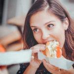 ご飯を美味しそうに食べる女性はなぜ魅力的に見えるのか